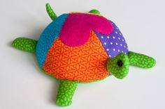 turtle pattern fabric | To make the turtle, I adapted a toy pattern http://www.makeit-loveit ...