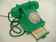 british history, vintage phones, green bakelit, bakelit phone, 1950s green