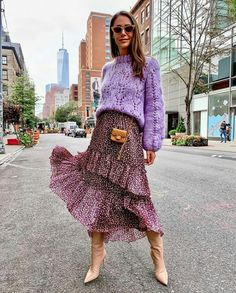 Colors, ruffles, boots - loving everything about this awesome outfit | Outfit ideas 🔥