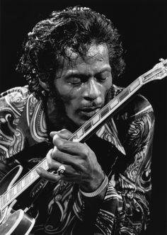 Chuck Berry, Live - Rock & Roll Revival, NYC, 1971 by Bob Gruen. S)