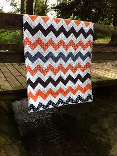 pattern can be found http://beesquarefabrics.blogspot.com/2009/03/how-to-make-zig-zag-quilt-without.html