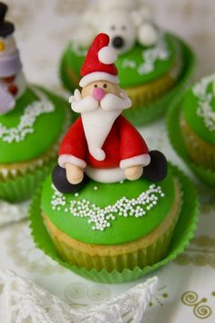 santa cupcak, santa clause, cupcake recipes, christmas holidays, food