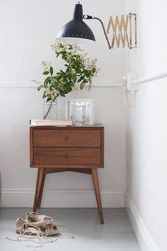 nightstand / lamp