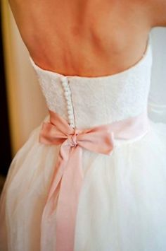 A bow on your wedding dress the color of your bridesmaids' dresses. #wedding #dress