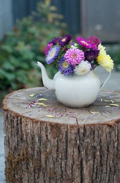 teapot-in-flowers.