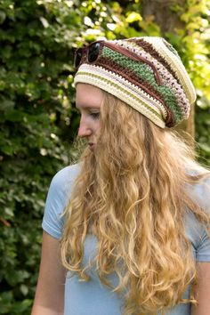beautiful textured #crochet slouch hat made by @winkieflash