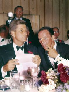 Frank Sinatra and John F. Kennedy attend a dinner at the Democratic National Convention, 1960