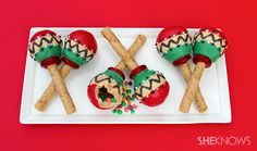 Candy-filled maraca cookies WOW!