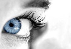 Gözyaşınız Taş Olmasın    Nedensiz gözde yaşarma, tek taraflı ve sık tekrar eden konjonktivit, lokal ağrı veya hissedilen kitle hissediyorsanız, gözyaşı taşınız olabilir.    Bunun dışında gözde batma ve yabancı cisim hissi ve irritasyondan şikayet edilmektedir. Göz  doktoru tarafından yapılan kontrolle tanısı ve tedavisi yapılmalıdır.