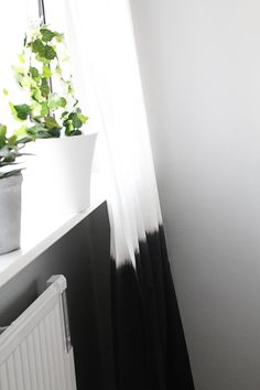 dy curtain, decor project, kitchen curtains, shower curtains, black and white diy decor, dips, diy black and white decor, dip dyed curtains, dip dye curtains