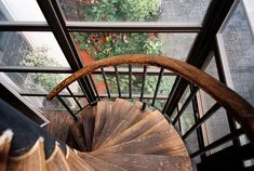 I love wood.. and stair cases!