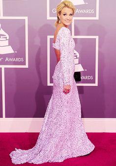Carrie Underwood ..