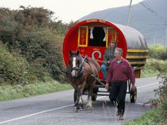 Horse-Drawn Gypsy Caravan, Dingle Peninsula, County Kerry, Munster, Eire (Ireland)