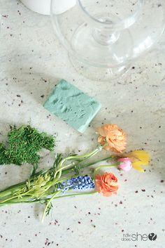 How to make a Floral Terrariums  #howdoesshe#terrariums #floral #tabletopideas #flowerarrangments #simpleterrariums howdoesshe.com