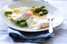Poached eggs on Asparagus with Hollandaise