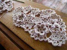 Joining motifs using irish crochet