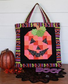 Not all Halloween quilt patterns made for bags have to be for kids! Create a bright, patchy pumpkin pattern that'll look super cute and classic on a quilted bag pattern.