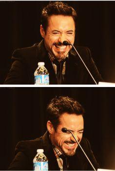 Robert Downey Jr.: giggle