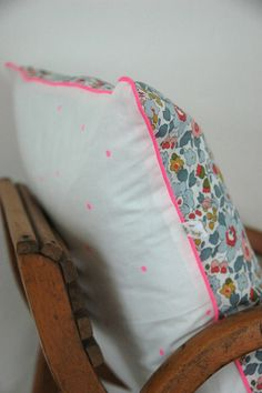 Liberty Print cushion from http://celestineetcie.canalblog.com/ #SEWLIBERTY