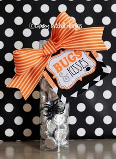 what a cute Halloween gift!  Spider ( Bugs ) and Hershey ( Kisses ) - Bugs and Kisses.  Super easy.  Super cute!