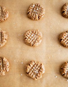 raw + vegan peanut buttercookies