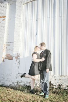 Kelsey & Andy: Engagement Photo Ideas #peartreegreetings #engagementideas #weddingideas