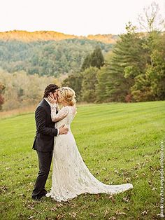 Kelly Clarkson's Wedding. LOVE. and love her dress