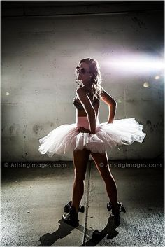Detroit, Michigan's best high school senior photography! Awesome dancer senior pics. arisingseniors.com