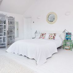 White Mediterranean-inspired bedroom