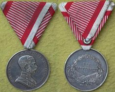 """Silver Bravery Medal of the 1st Class.  Large Medal - 40mm-Ag . This medal was instituted on 19 July 1789.Medaille"""" were issued : a first type bearing, on the obverse, the bust of Emperor Franz Joseph I with the text """"FRANZ JOSEPH I V.G.G. KAISER V. OESTERREICH"""" (Franz Joseph I, by the grace of God, Emperor of Austria) and """"DER / TAPFERKEIT"""" on the reverse side. The """"A"""" mark is placed on the medal edge. Designer """"Leisek"""" name left down on the observer, variant right anfas."""
