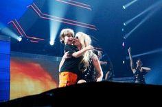 Britney giving son Sean Preston a precious kiss on stage in Columbus! :)