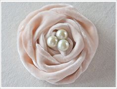 DIY: How to make a velvet rose - with velvet, pearl buttons, glue & a felt circle. Very clear instructions.
