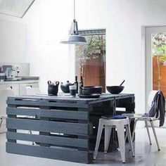 Open pallet table from Pegada Verde