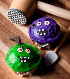 Bludgeon to survive! Zombie cupcakes