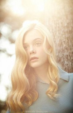 portrait photography, classic waves hair, vintage glamour, ell fan, lock, blond, bright lights, elle fanning hair, soft curls