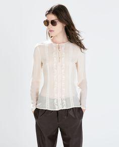 Blusa com aplique de renda e bordado Zara