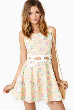 vestido con flores para primavera, dia, noche, toda hora es simplemente perfecto