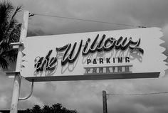 The Willows Restaurant, Oahu. photo by !!wat_dat!!  The restaurant in Mo'ili'ili was established in 1944 on family property by Emma and Henry Hausten at the site of Kapa'akea Pond.