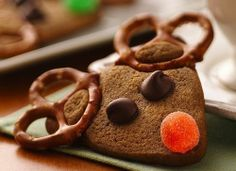 Reindeer snack! holiday, reindeer cookies, christmas cookie recipes, food, cookie dough, christmas ideas, pretzels, reindeercooki, peanut butter