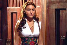 Elisa, la reina de La Ermita - Novela #AbismodePasion http://novelasyseries.univision.com/abismo-de-pasion/fotos/slideshow/2012-04-16/la-moda-de-elisa-abismo-de-pasion?