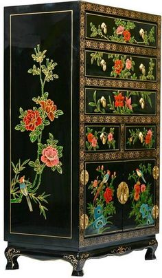 I can drool, can't I? Antique Chinese painted bureau. I don't know if it's actually an antique, or just painted in that style, but I love it either way.