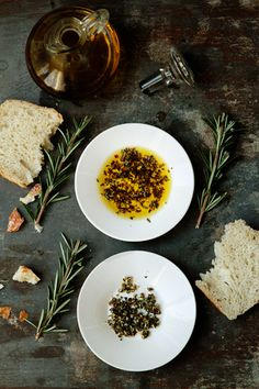 Extra Virgin Olive Oil Herb Dip (1/4 tsp oregano  1/4 tsp basil  1/4 tsp rosemary  1/4 tsp salt  freshly ground black pepper  1 pinch red pepper flakes  2 cloves fresh garlic, minced  1/4 cup extra virgin olive oil)