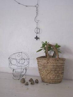 Tête de mort en fil de fer- skull by  De Beaux Souvenirs  www.debeauxsouvenirs.com