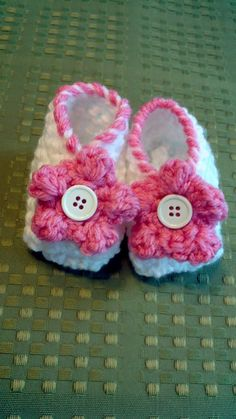 Baby Booties FREE SHIPPING by olicrafts on Etsy, $12.00