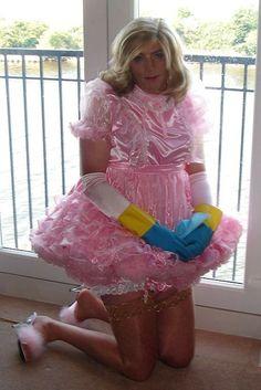 Sissy Maid Samantha working under sissy hypnosis
