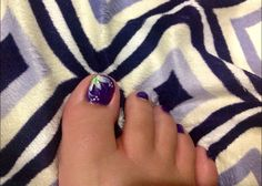 Purple toes with a green and white flower! #nails #manicure http://www.pinterest.com/sophiaufong/nail-designs-by-sophia/