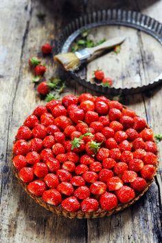 Tarte délicieuse à la fraise et la frangipane au menu !