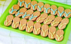 Adorable nutter butter cookies shaped like sandals. Cute beach snack. Add frosting to nutter butters to make your own mini sandals.