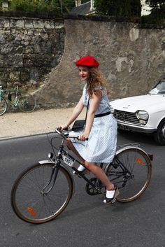 Love the curls and beret! Anjou-Velo-Vintage-Saumur-France-Bike-Fashion-Bike-Pretty-Photos-Kelly-Miller-0
