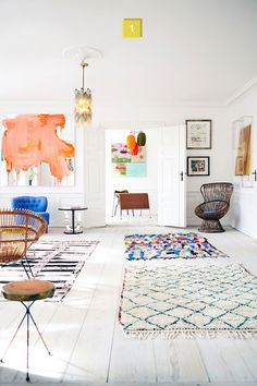 I love the rugs on the floor!  and those wicker chairs...*sigh*